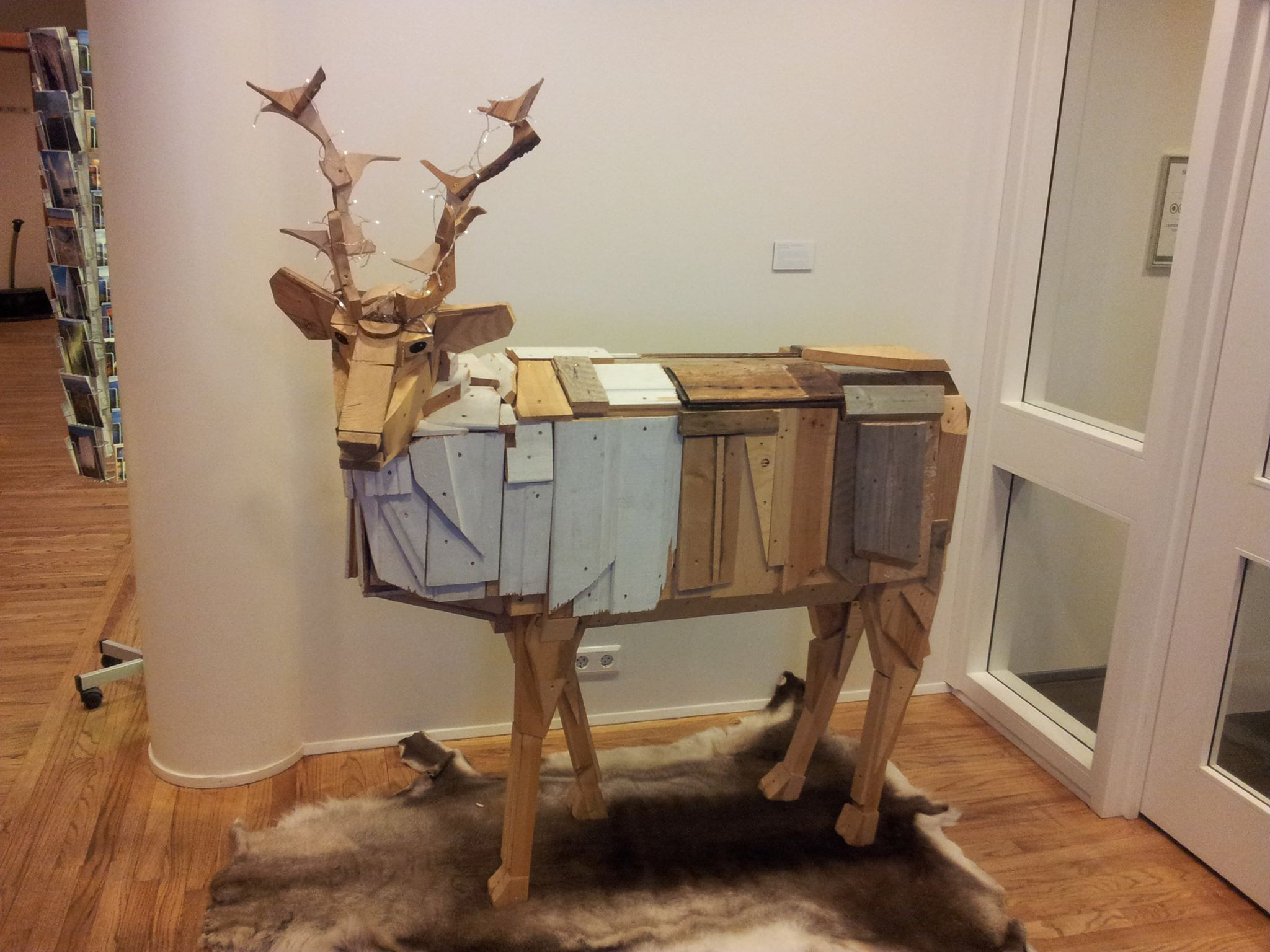 3 wooden reindeer iceland